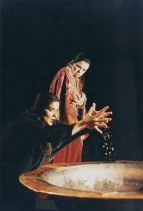 Ηλέκτρα (Κονιόρδου), Κλυταιμήστρα (Παπαθανασίου). Εθνικό Θέατρο 1996.