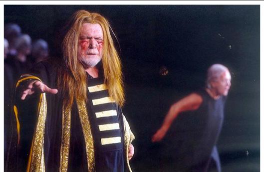 Ο Κώστας Καζάκος ως Πολυμήστορας (Κρατικό Θέατρο Βορείου Ελλάδος, 2001)